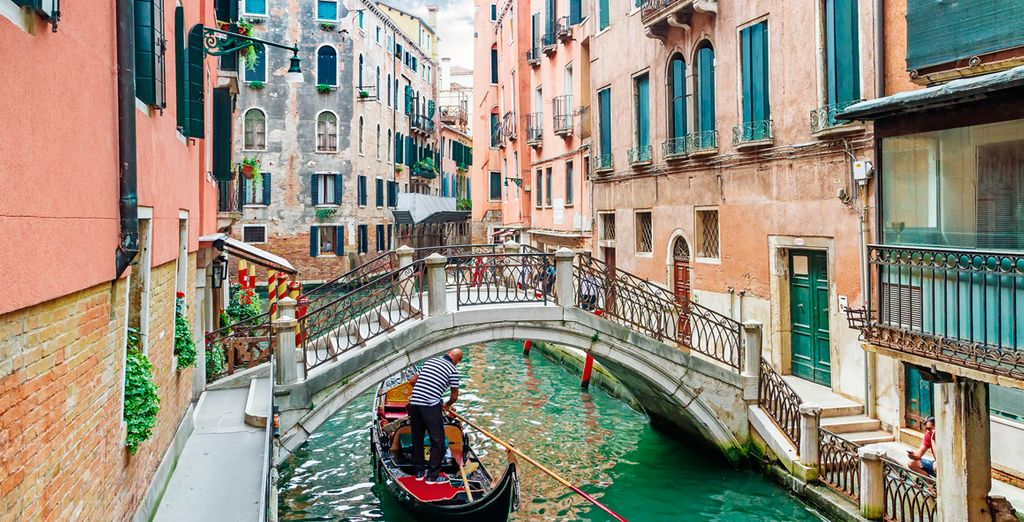 Step off a famed water taxi - Ca'Dei Conti Hotel 4* Venice