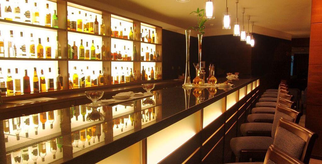 Finish your day at Arrecife Gran Hotel & Spa's stylish piano bar