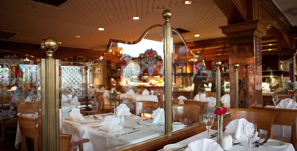 In the evening, head to the restaurant's kitchen, Minsky's