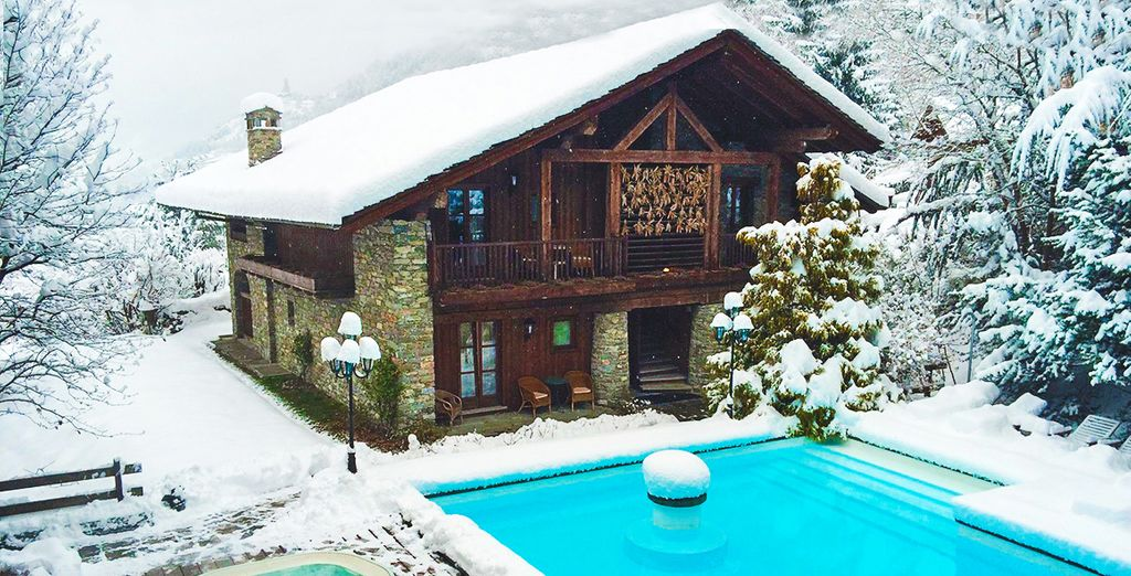 Discover the snowy pleasures of Mont Blanc - from the jacuzzi!