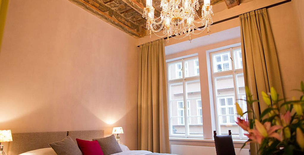 Decorated with XVI century wooden ceiling and antique furniture