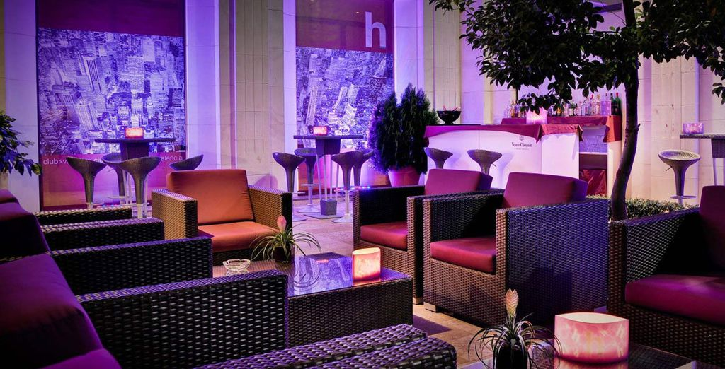 Cocktails in the chic H Club?