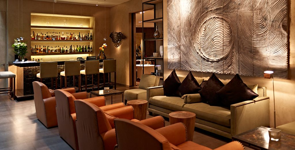 Our members are sure to enjoy a free cocktail when dining at the hotel