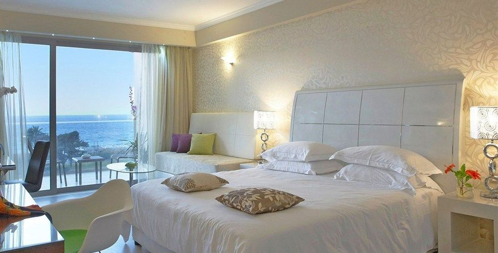 Or upgrade to an even more luxurious Executive Deluxe Room Sea View to give you that extra spacious feel