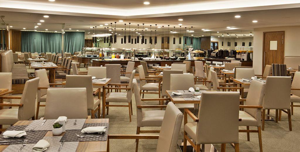 Enjoy buffet or a la carte menus at Navegadores Restaurant