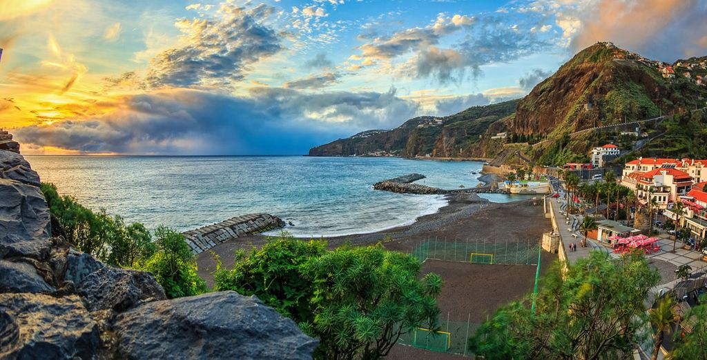 Enjoy an ocean view room with our best hotels in Madeira