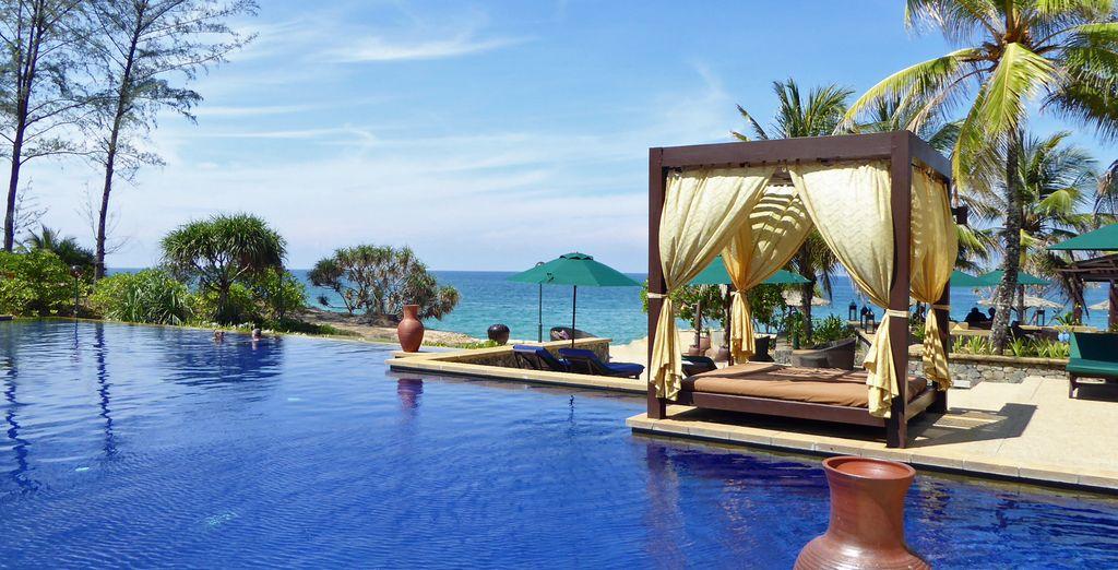 Hotel Stripes Kuala Lumpur 5* & Tanjong Jara Resort 5* - hotel with infinity pool and beachside in Kuala Lumpur