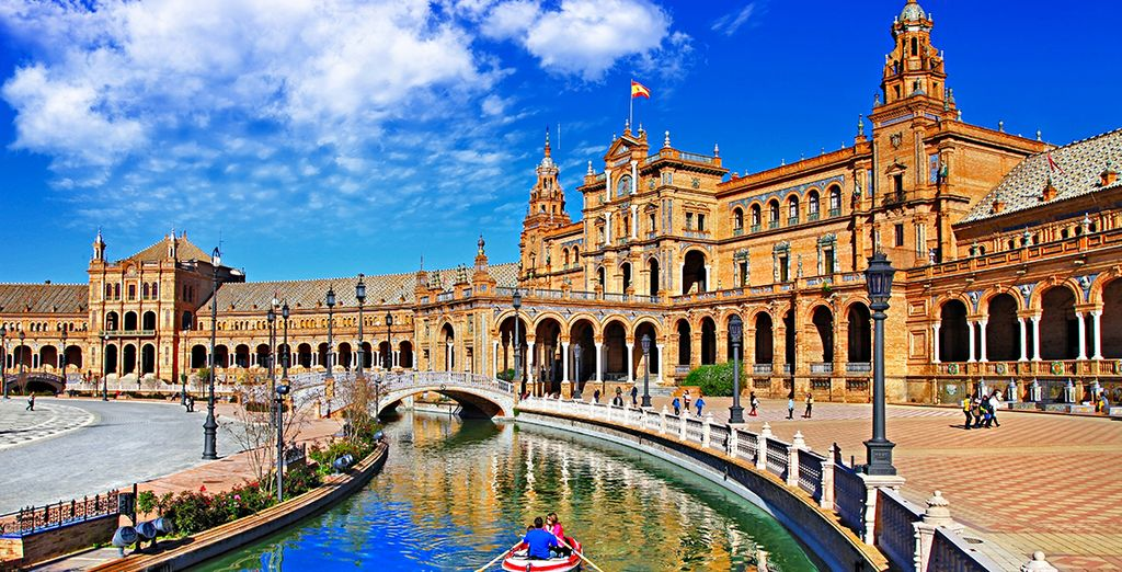 holidays to seville : The Plaza de España