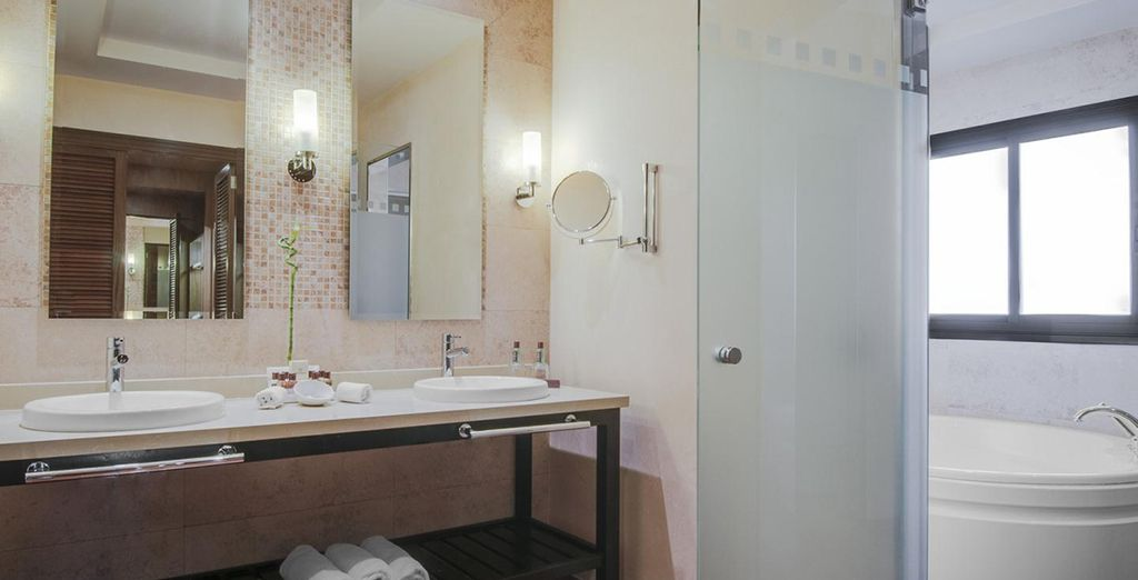 A large, luxurious bathroom