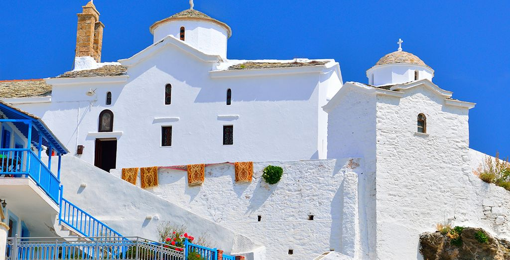 And enchanting white-washed towns...