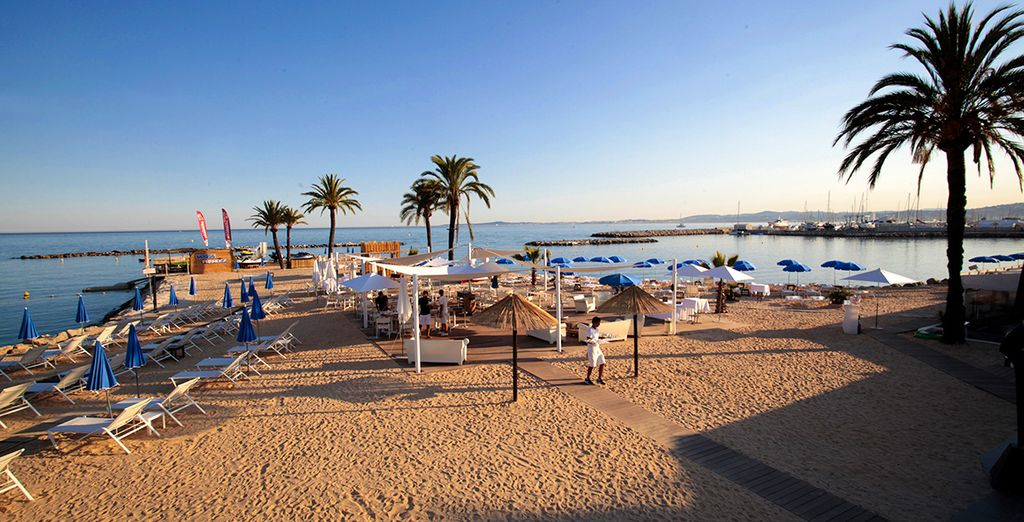 Holiday Inn Resort Nice Port Saint Laurent Du Var 4* - hotel with a private beach in Nice