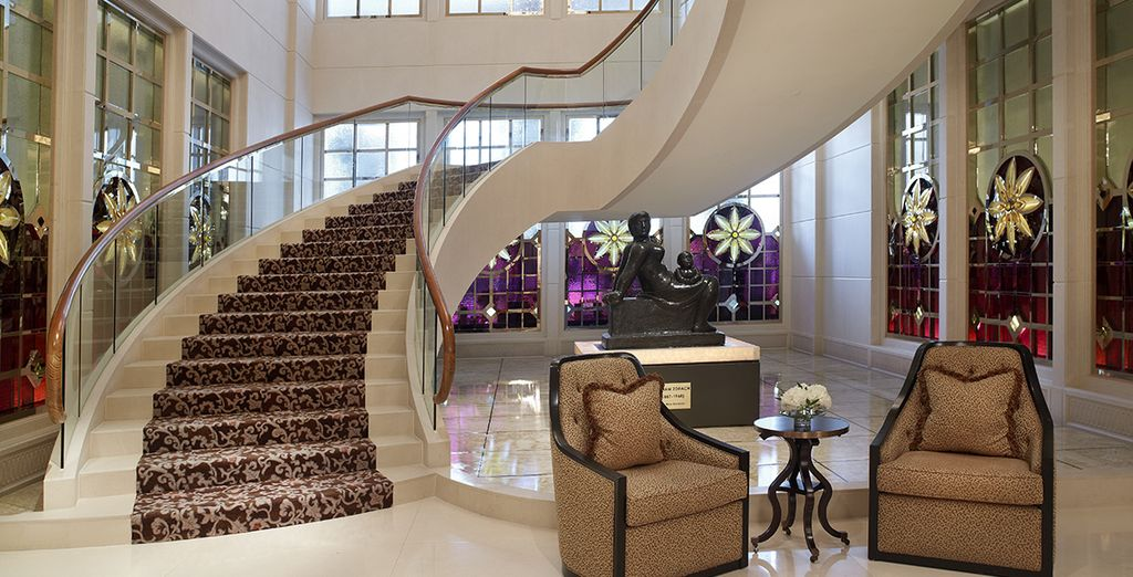 Stay at the elegant St. Regis 5* in Singapore