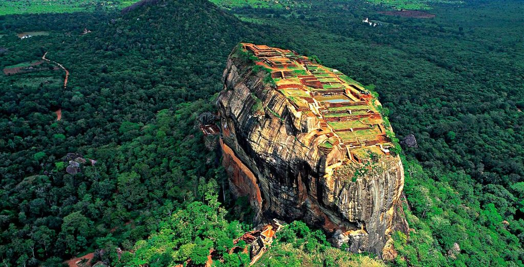 See the marvellous Sigiriya Rock Fortress