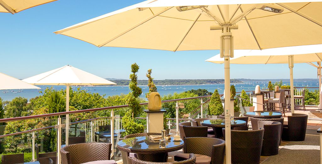 Spend languid days on a perfectly placed terrace - Harbour Heights Hotel 4* Poole