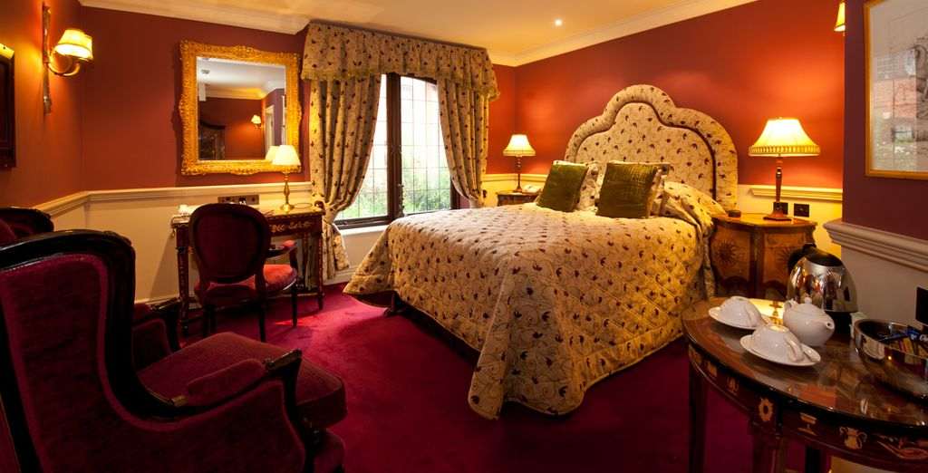 With warm  & inviting rooms (pictured: Crown Bedchamber)