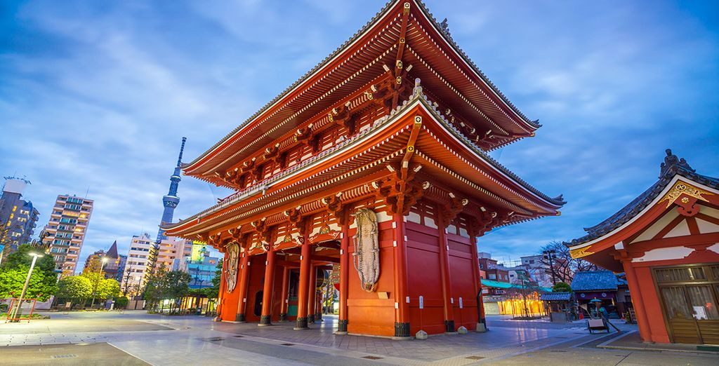 Japan Tour Guide : Asakusa Kannon Temple