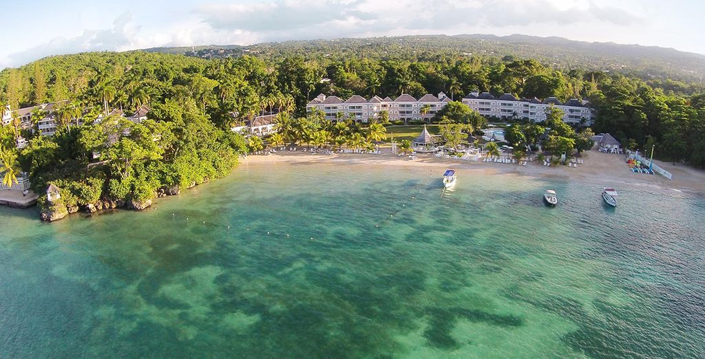 Nestled right on the beachfront in North Jamaica... - Couples Sans Souci Resort 5* Ocho Rios