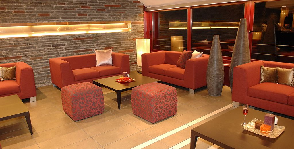 Come evening, return to the calm hotel lobby