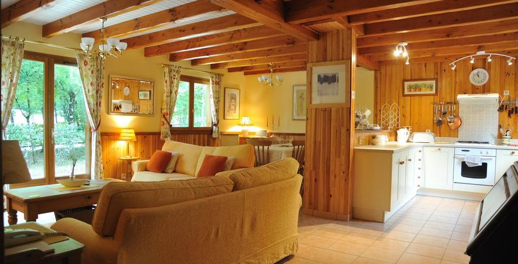 Homely and rustic (Dordogne Lodge)