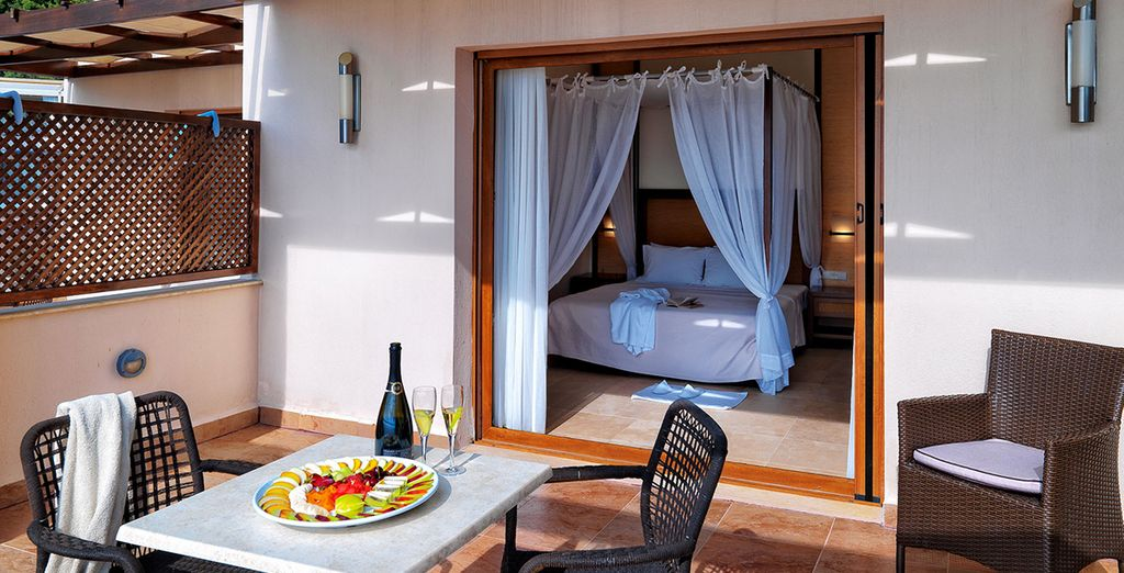 Stay in a Superior Room with a view to the garden or the pool