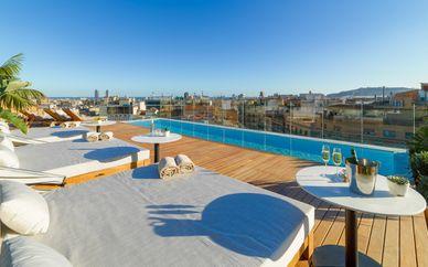 The One Barcelona 5 *GL y entrada a Casa Vicens
