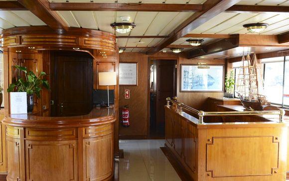 Invicta Ribeira Boat Hotel