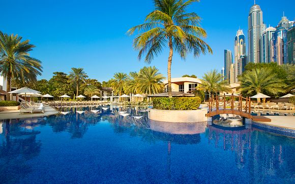 Lujo junto a la playa de Jumeirah con media pensión