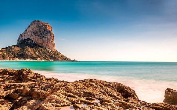 Frente al Mediterráneo con desayuno y cena