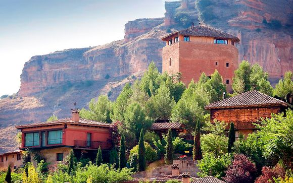 Romántico castillo del siglo XI en paraje natural de ensueño