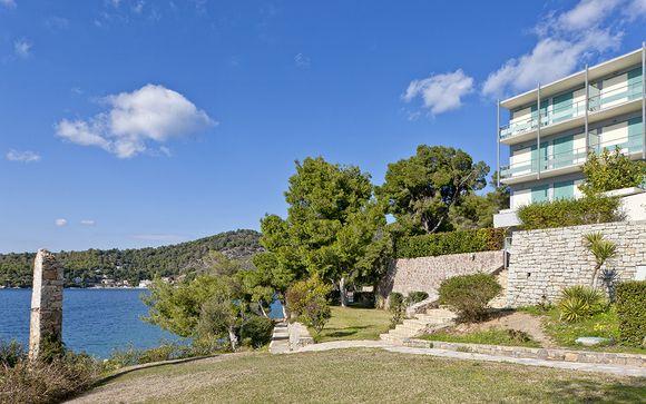 Poussez les portes du Xenia Poros Image Hotel 4*