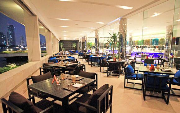 Poussez les portes de l'hôtel Ramada Plaza Menam Riverside 5*