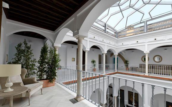 Fascino andaluso in antico palazzo del '500 nel centro storico