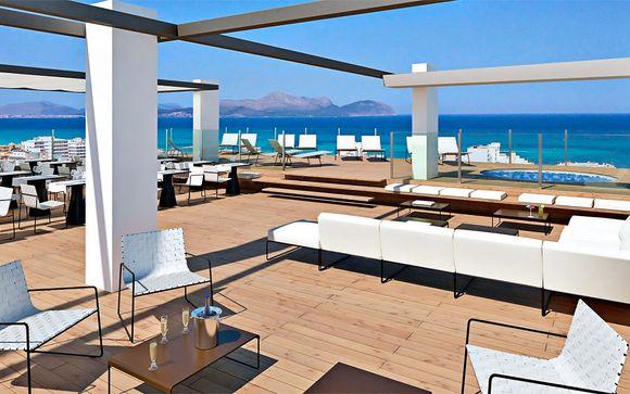 4* plus di design vista mare nella baia di Alcudia