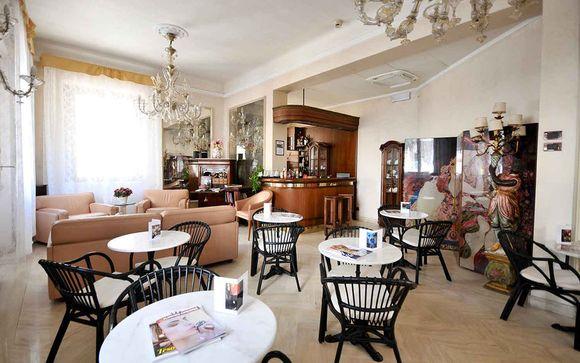 L'Hotel De Rose Palace 4*