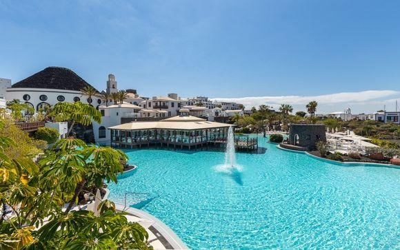 Opulent Sea-Facing Resort Nearby the Marina