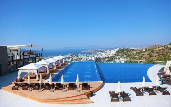 Exceptional Aegean Views with Infinity Pools