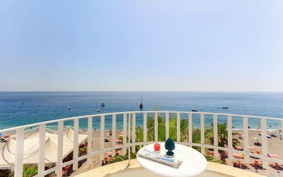 4* in stile mediterraneo con spiaggia privata